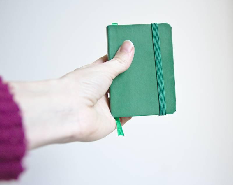 petit carnet vert pour noter les idées