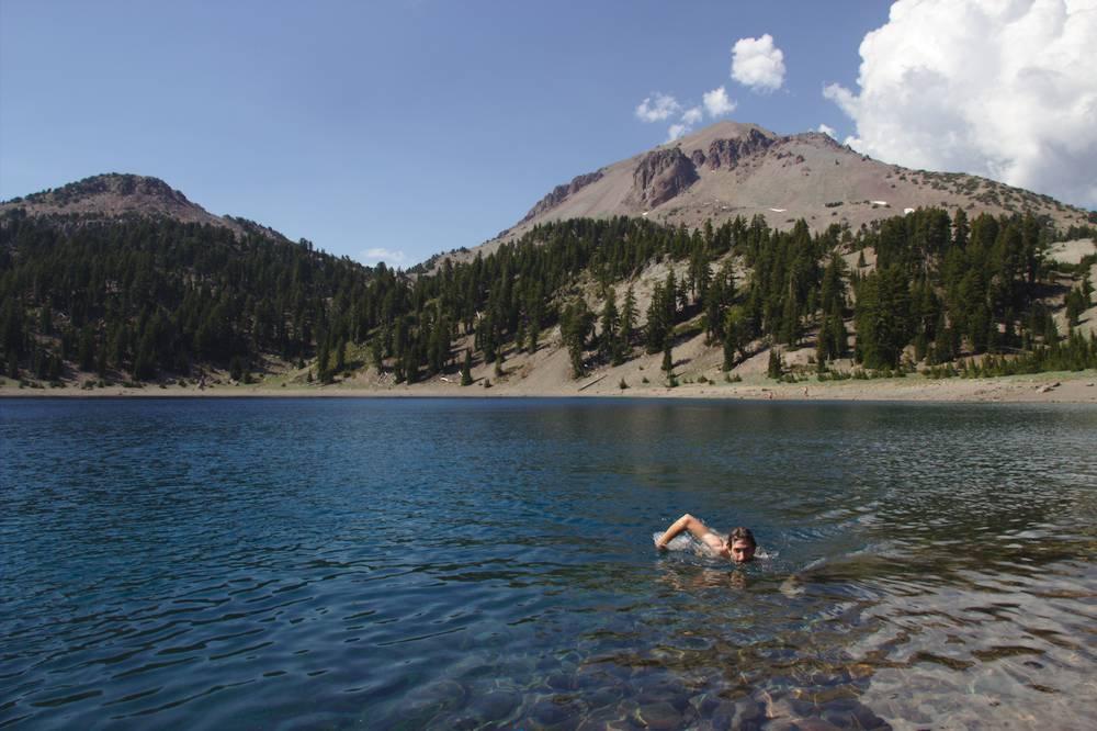 baignade dans un lac en Californie