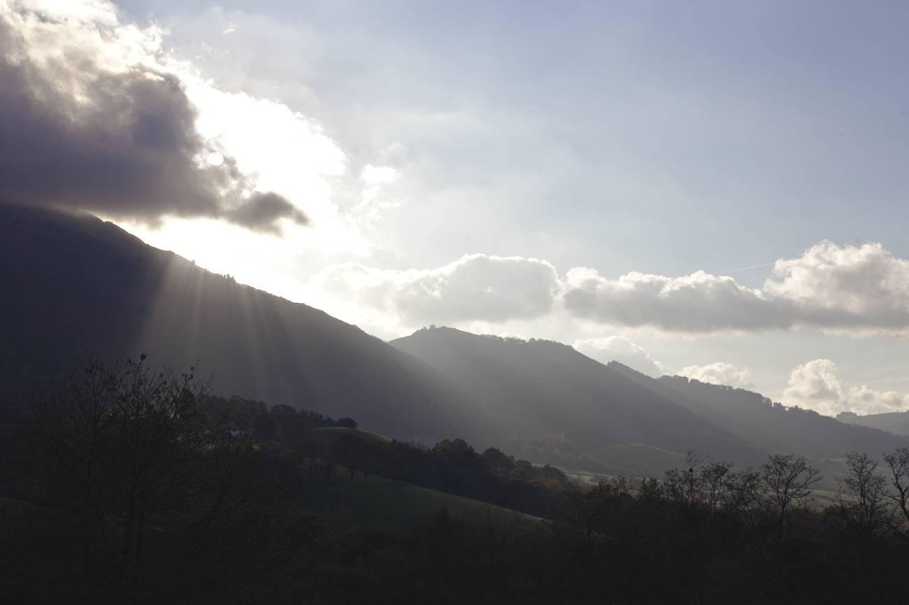 Le Soleil Derrière La Montagne - Pays-basque