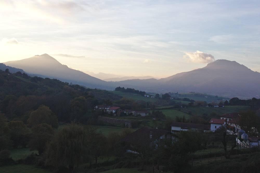 Vue De Zugarramurdi Sur La Rhune