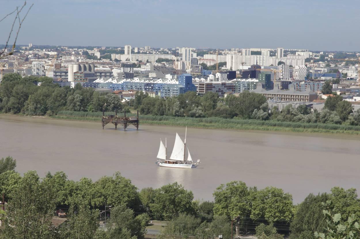 Un bateau sur la Garonne