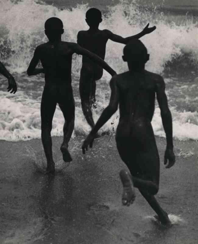 Martin Munkácsi, photo de Trois jeunes au lac Tanganyika