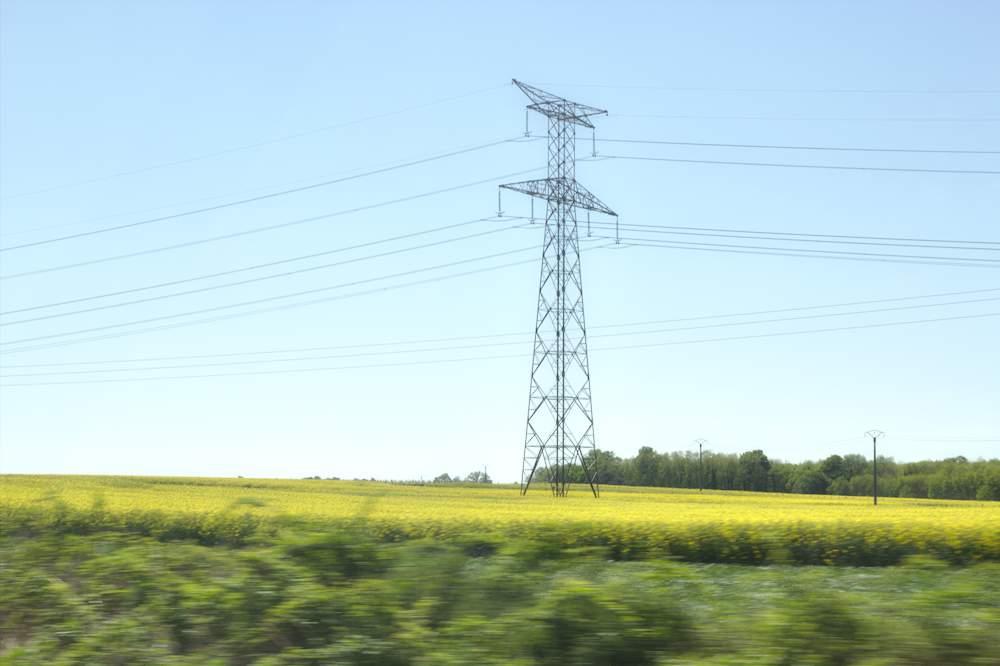 Pylone dans le paysage