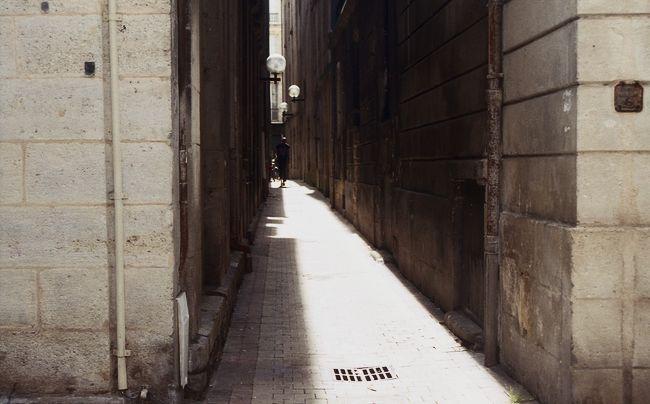 Ombre d'une ruelle de Bordeaux