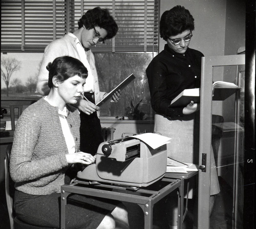Machine à écrire  Bureau de Sociologie 1961 Middlebury College Special Collections & Archives